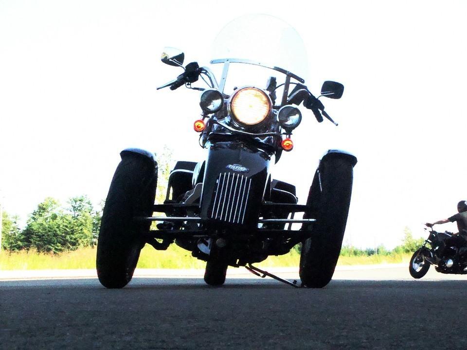 Tilting Motor Works - High-performance leaning reverse trike